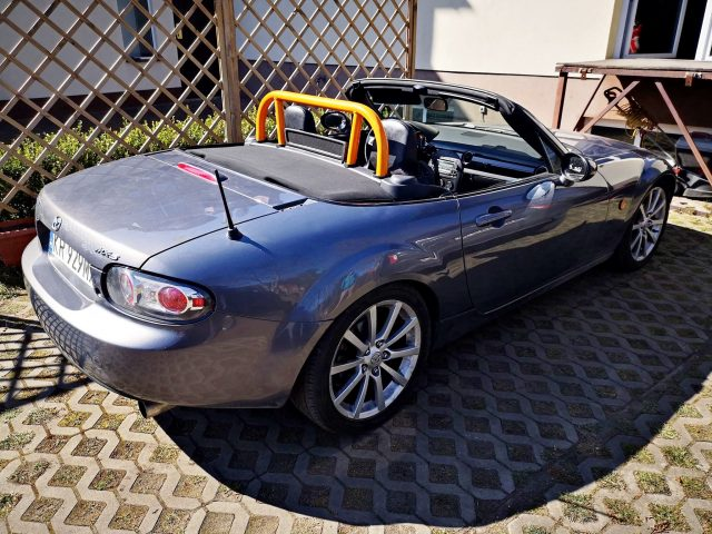 Mazda MX-5 NC soft top roll bar